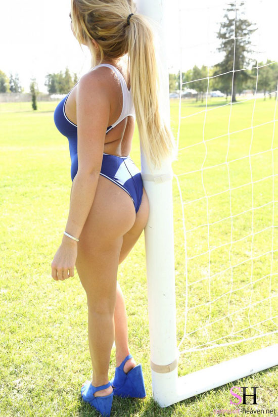 Blonde with a hot ass in a swimsuit