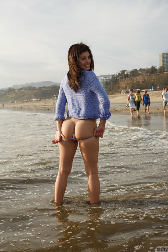 Leah Gotti shows her ass for Zishy