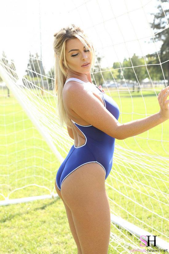 Blonde Swimsuit Hottie