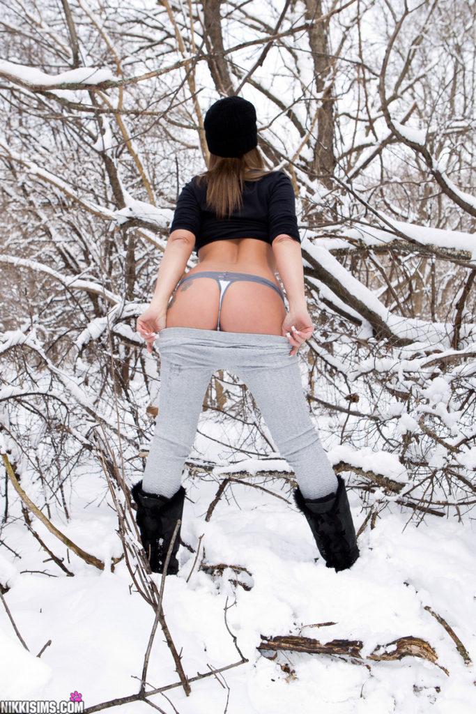 Nikki pulls down her leggings to show her hot ass